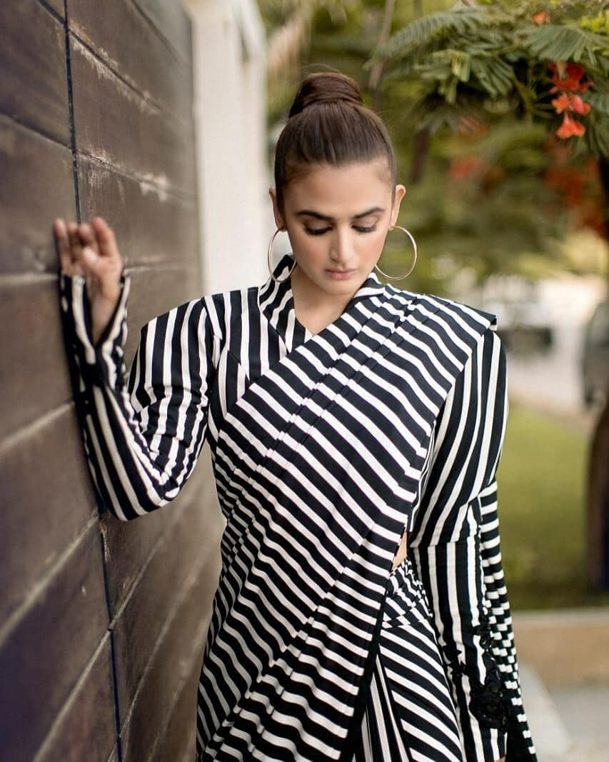Hira Mani is Looking Gorgeous in Black and White Saree