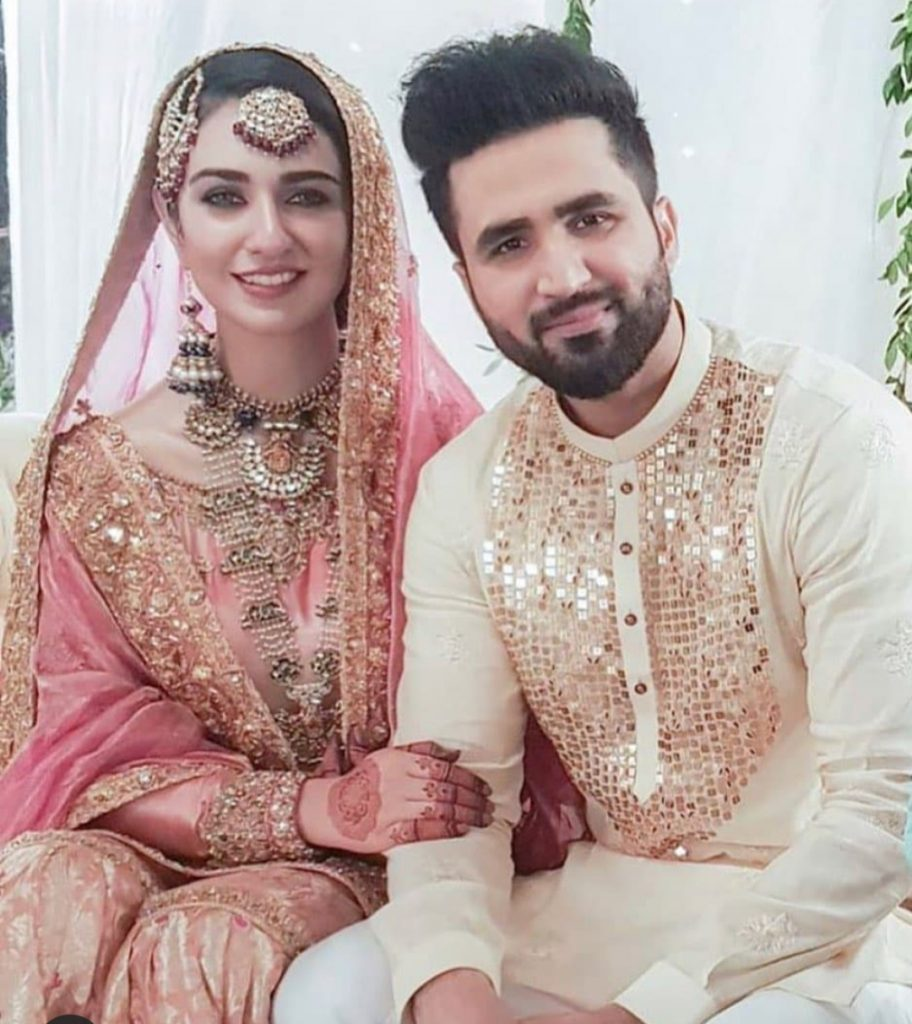 Falak Shabir Wife - Romantic Pictures