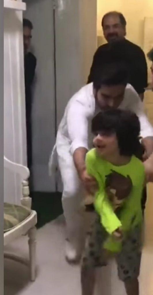 Cute Video Of Yasir Nawaz's Son Balaaj And Humayun Saeed