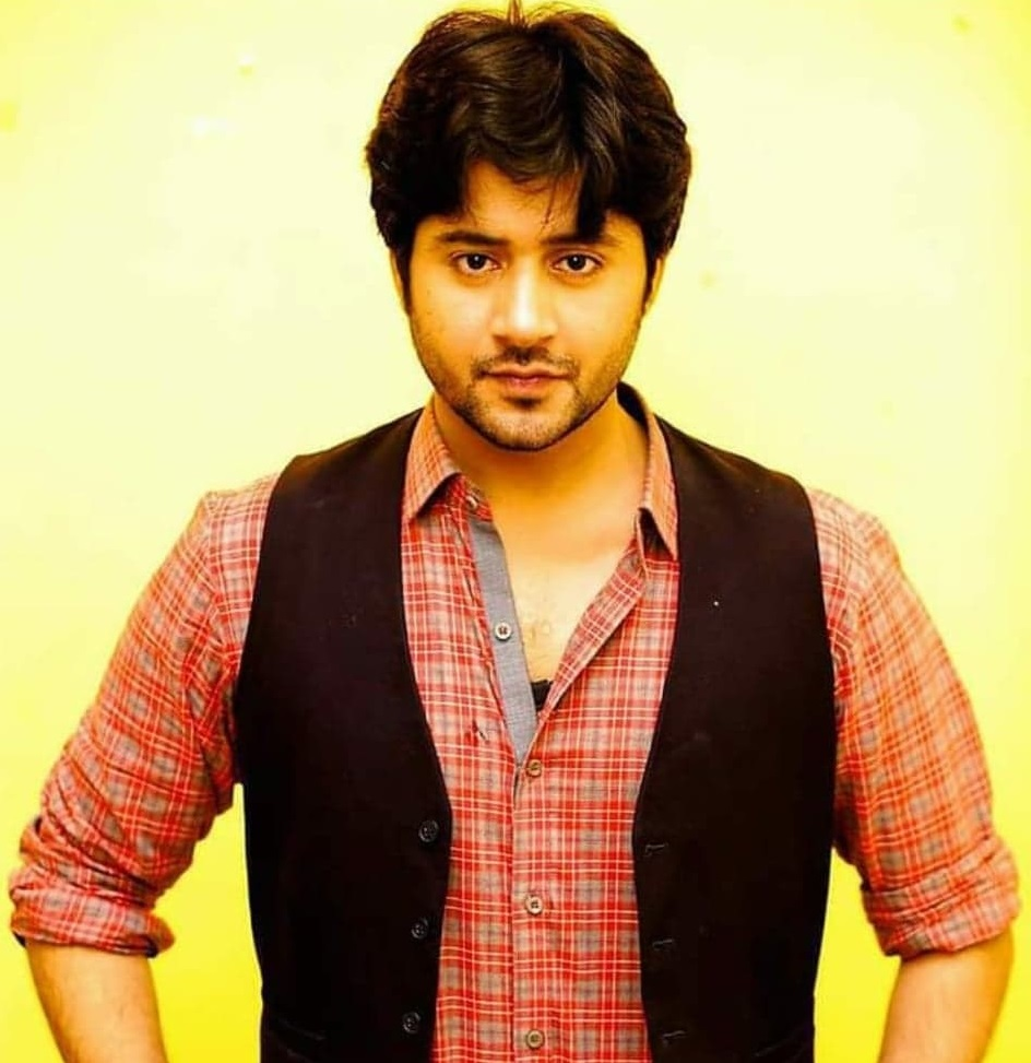 Imran Ashraf And Sarah Khan To Pair Up For New Project