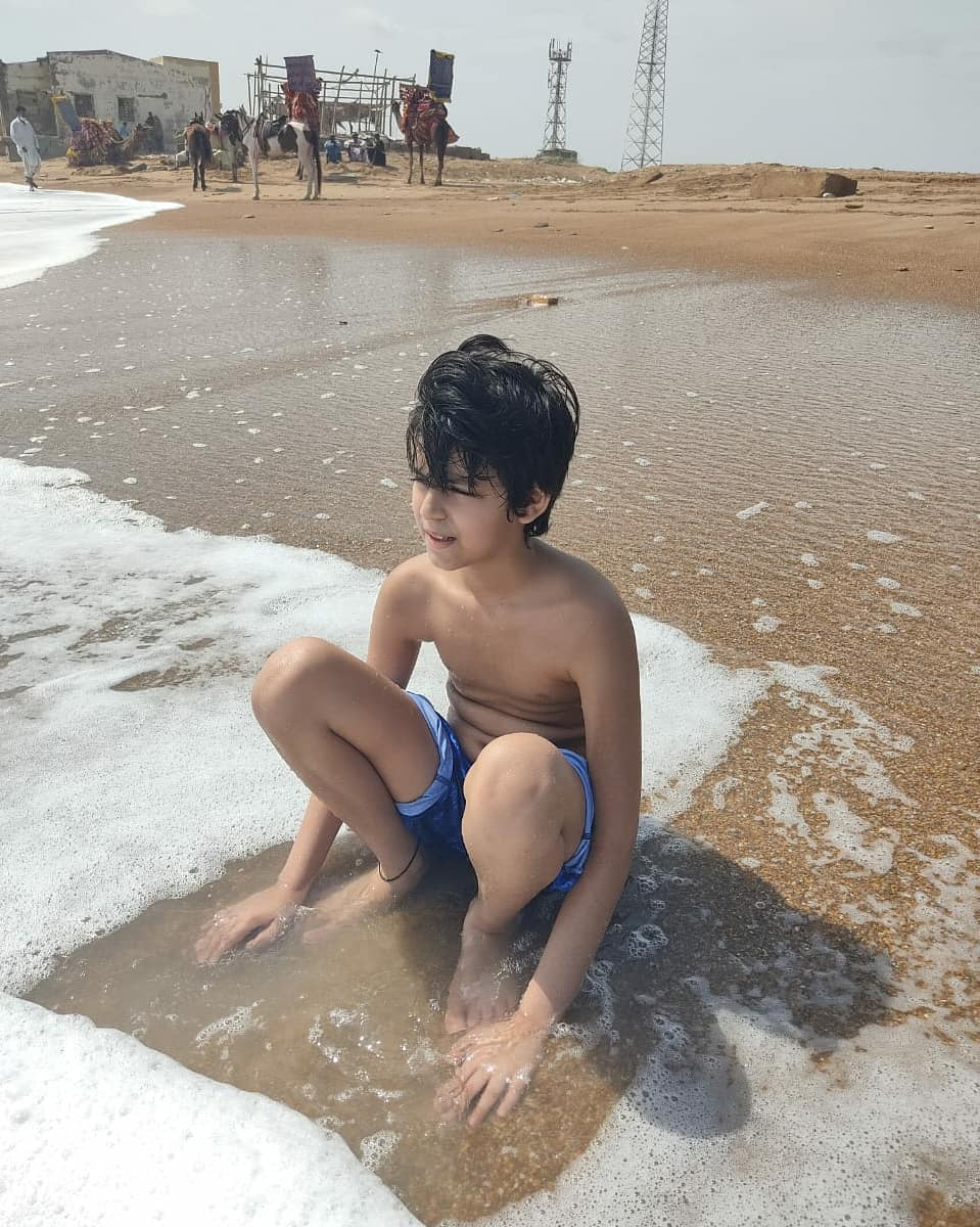 Komal Rizvi Latest Pictures from Beach with her Family