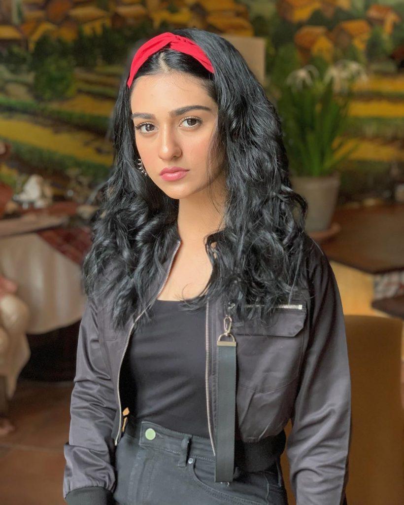 Actress Sarah Khan Got Engaged To Singer Falak Shabir