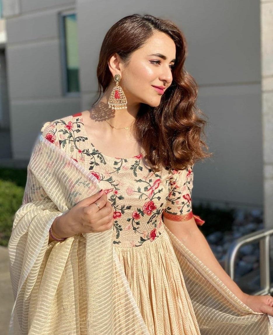Yumna Zaidi 5