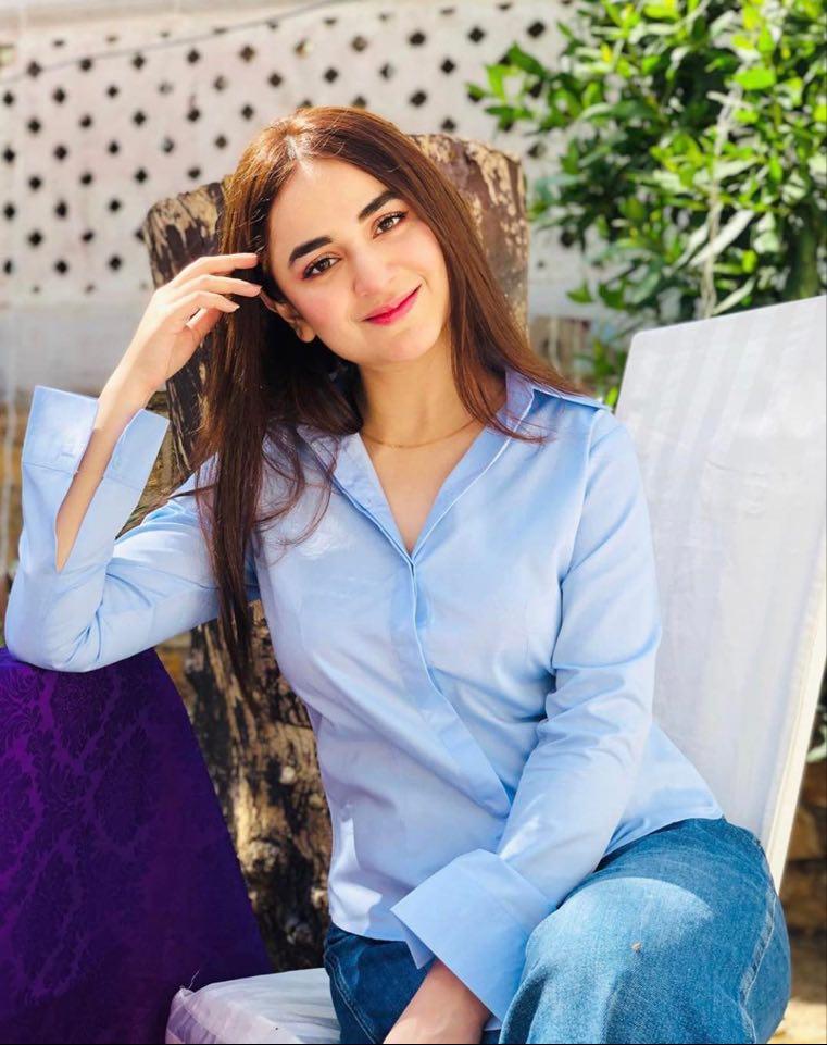 Yumna Zaidi 6