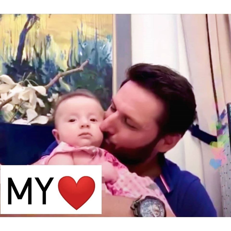 Shahid Afridi With his Youngest Daughter Arwa - Beautiful Clicks