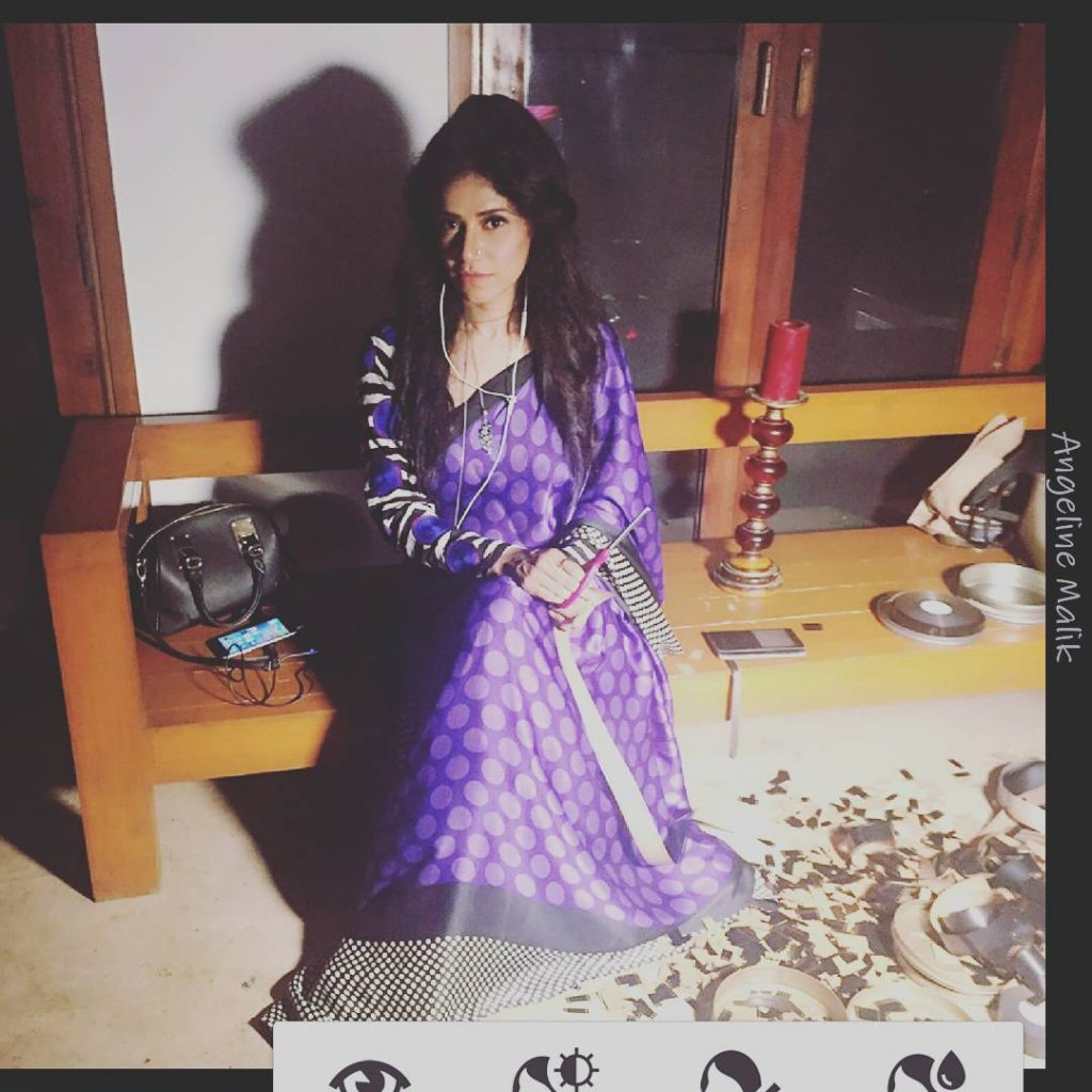 Unseen Rare Pictures of Angeline Malik in Sarree