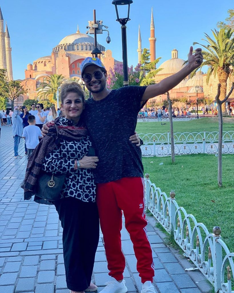 Latest Pictures of Asim Azhar with His Beloved Family