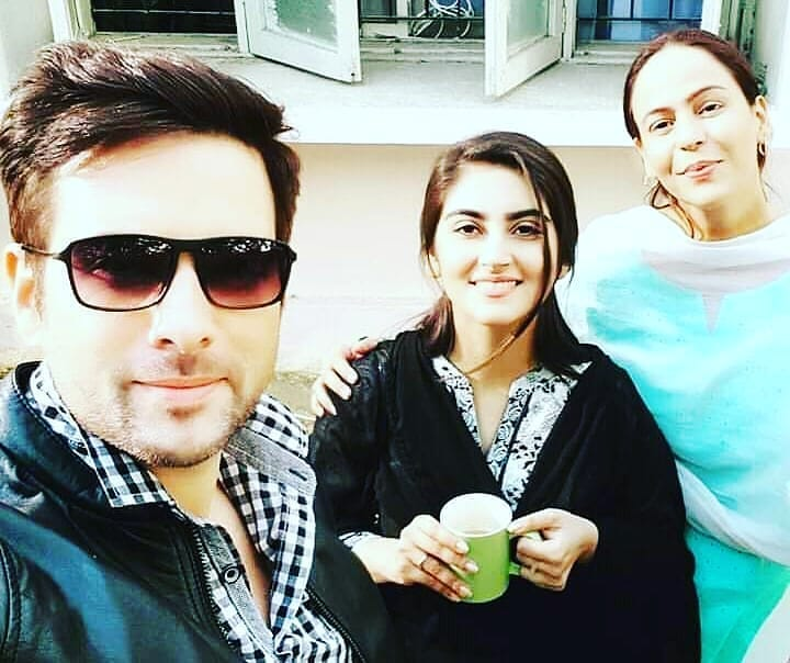 Unseen Pictures of Zainab Qayyum With Friends at Work