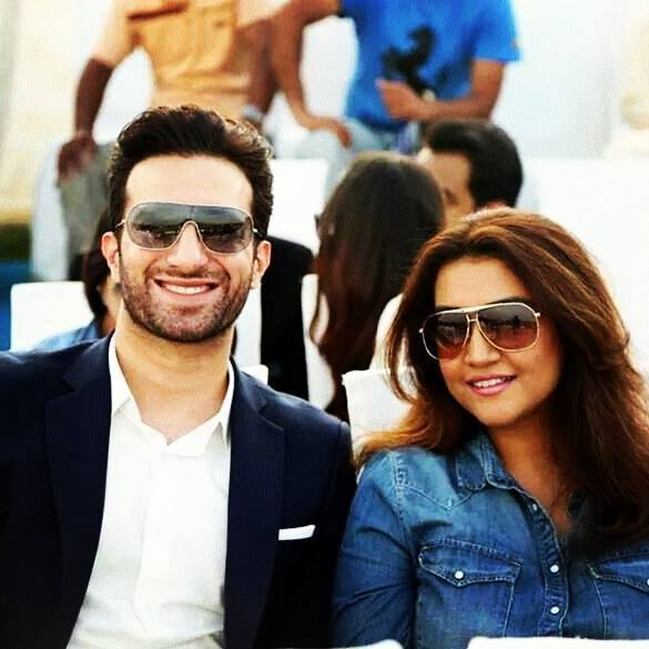 Actor Emmad Irfani with his Wife Maryam - Beautiful Pictures