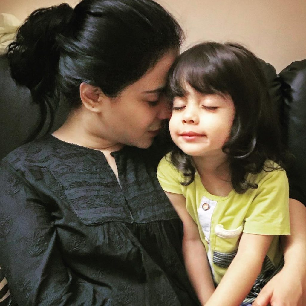 Latest pictures Of Humaima Malick Spending Time With Immediate Family!