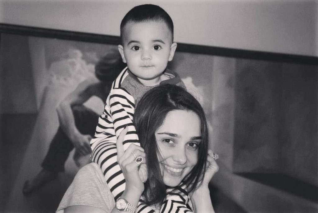 Happy Pictures of Juggan Kazim with Her Family and Friends