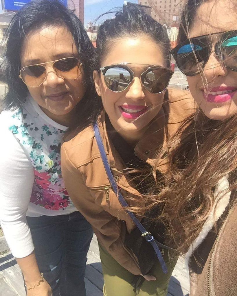Latest Pictures of Sanam Jung with her Close Friends and Family
