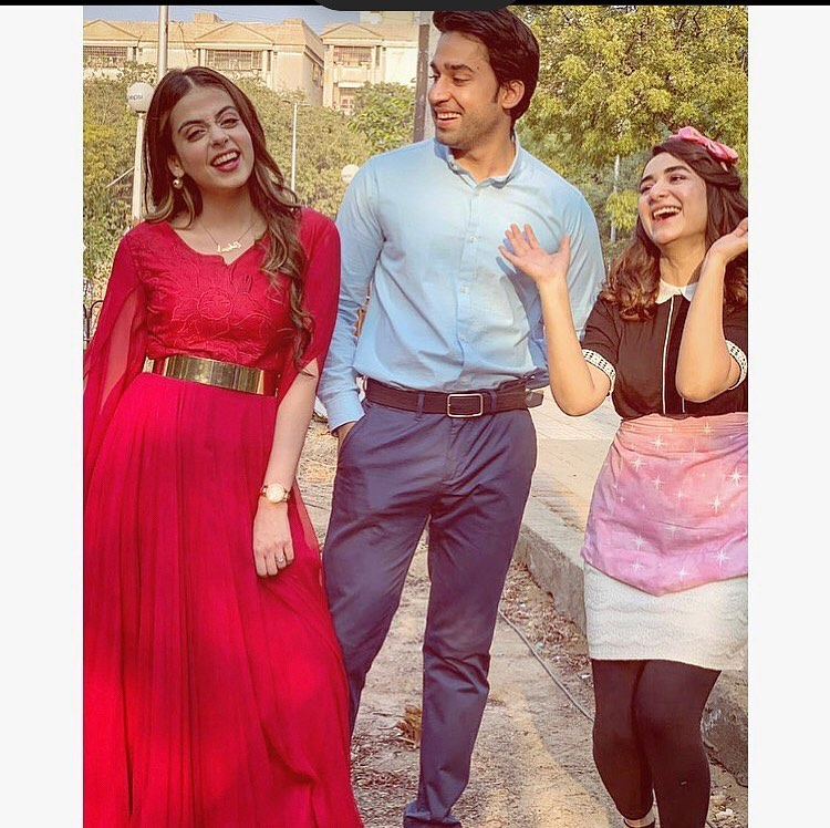 Yumna Zaidi Shared BTS Pictures From The Set Of Pyar Kay Sadqay