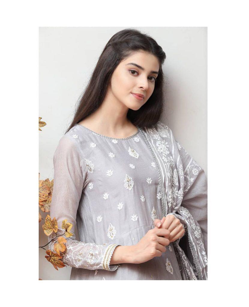 Beautiful Candid Photos of Zainab Shabbir