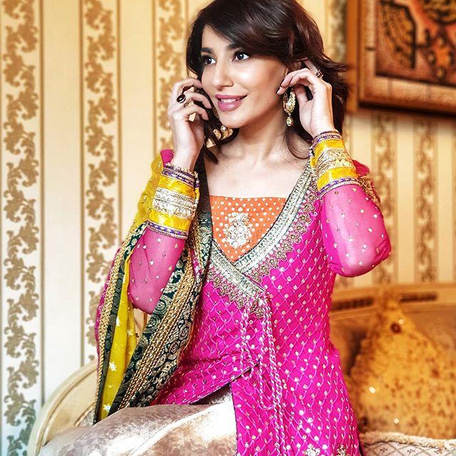 Actress Naveen Waqar's Latest Clicks