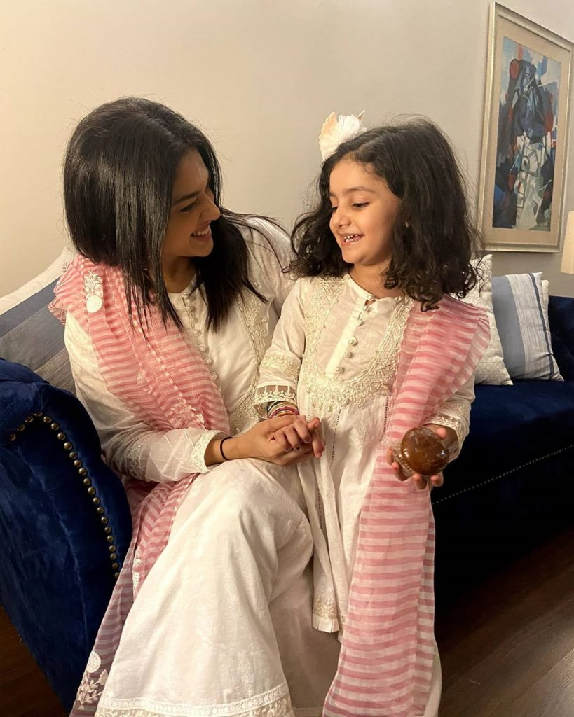 Adorable Video Of Sanam Jung With Daughter 3