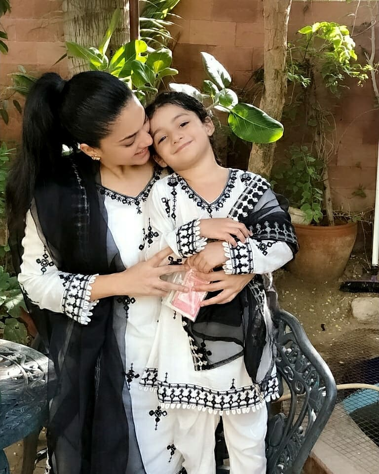 Adorable Video Of Sanam Jung With Daughter 6