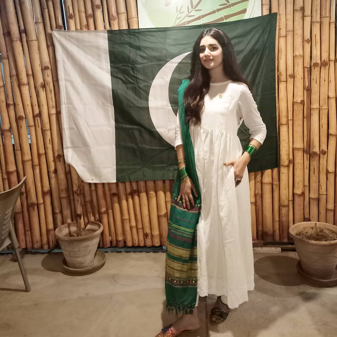 Actress Anum Fayaz Latest Pictures with her Husband and Son