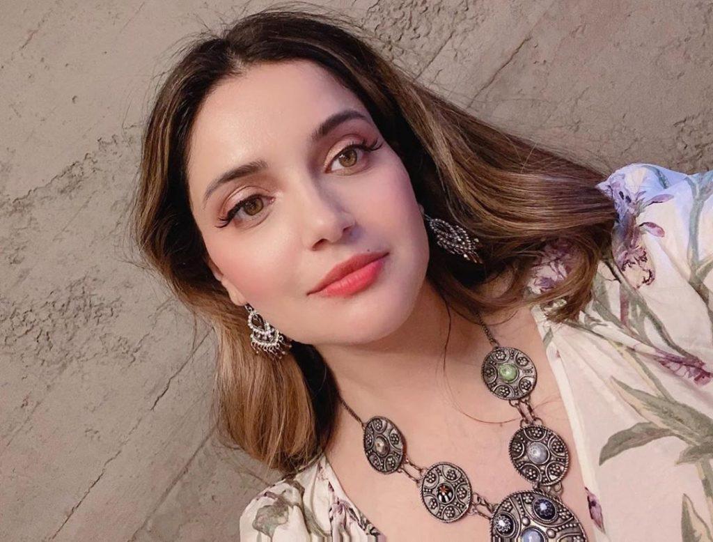 Pakistani Celebrities Calling Out Kangana Ranaut For Her Anti-Pakistan Tweet