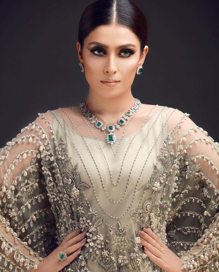 Ayeza Khan10