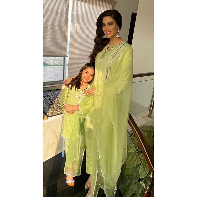 Fiza Ali And Her Daughter Recite Nasheed