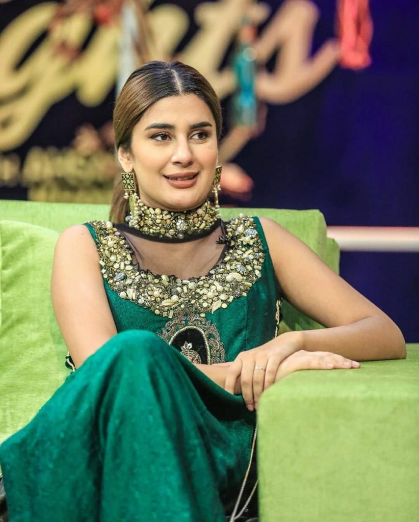 Gorgeous Kubra Khan's Pictures From The Sets Of Bol Nights With Ahsan Khan