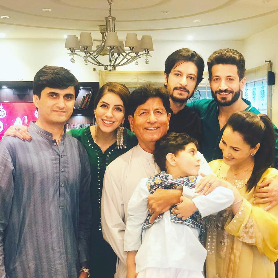 Here Are Happy Pictures Of Saba Faisal With Her Family 1