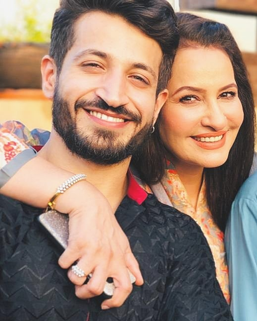 Here Are Happy Pictures Of Saba Faisal With Her Family