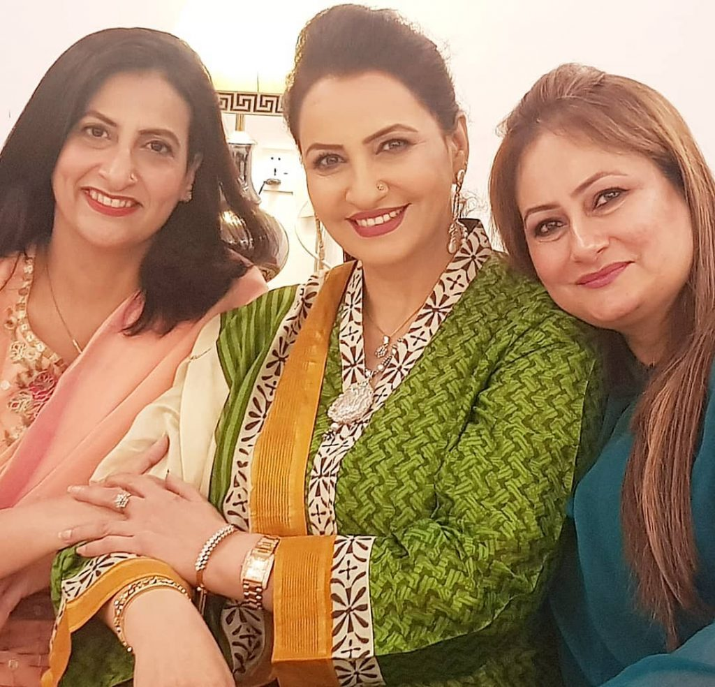 Here Are Happy Pictures Of Saba Faisal With Her Family 14