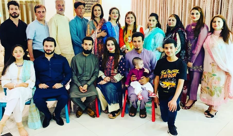Here Are Happy Pictures Of Saba Faisal With Her Family 15