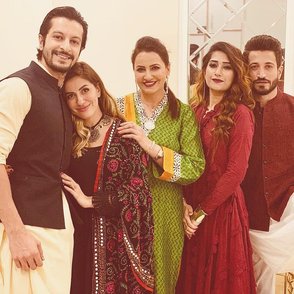 Here Are Happy Pictures Of Saba Faisal With Her Family 16