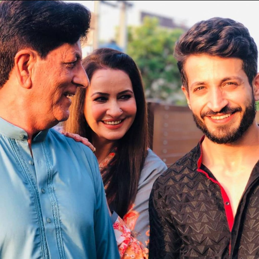 Here Are Happy Pictures Of Saba Faisal With Her Family 22