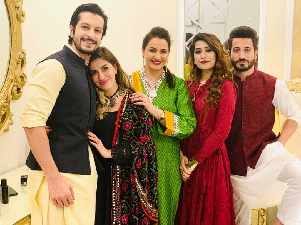 Here Are Happy Pictures Of Saba Faisal With Her Family 4