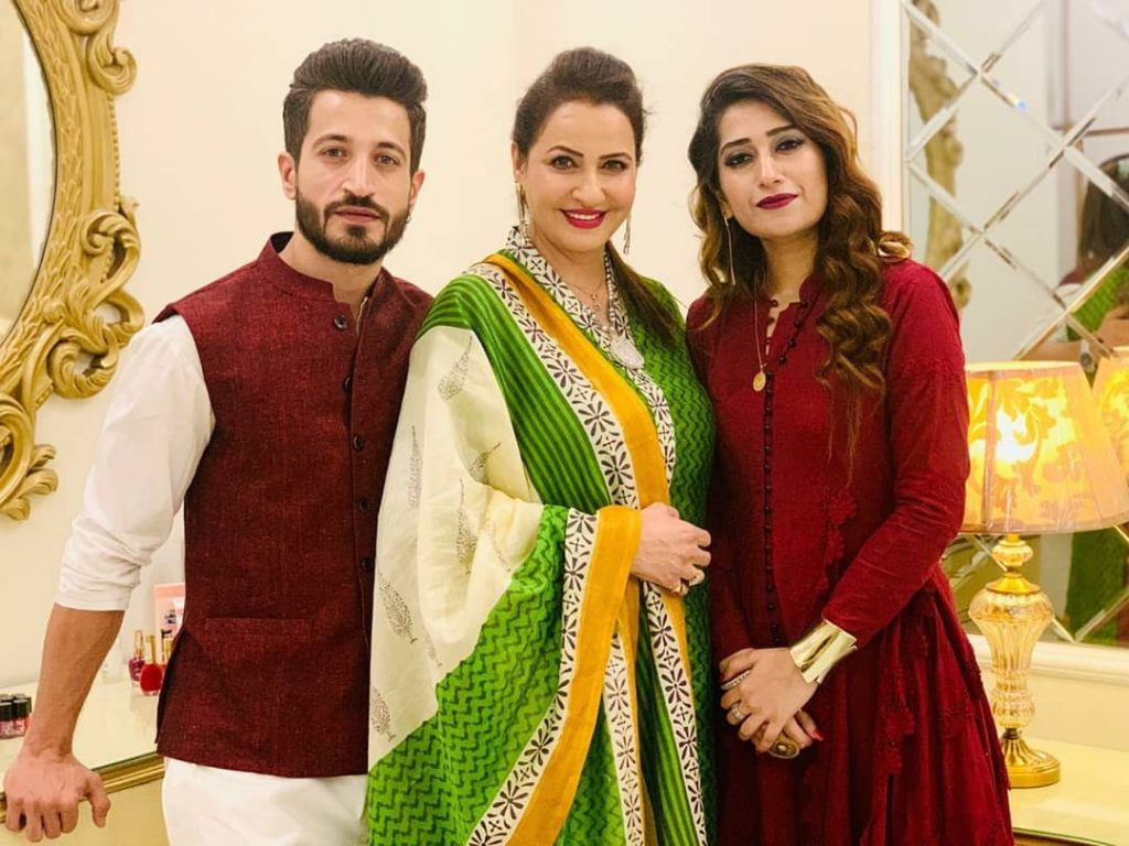 Here Are Happy Pictures Of Saba Faisal With Her Family 6