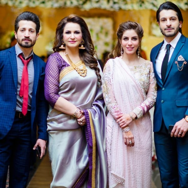 Here Are Happy Pictures Of Saba Faisal With Her Family 74