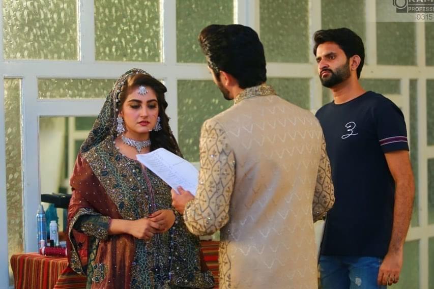 Hiba Bukhari Latest Pictures From The Set Of Dewangi