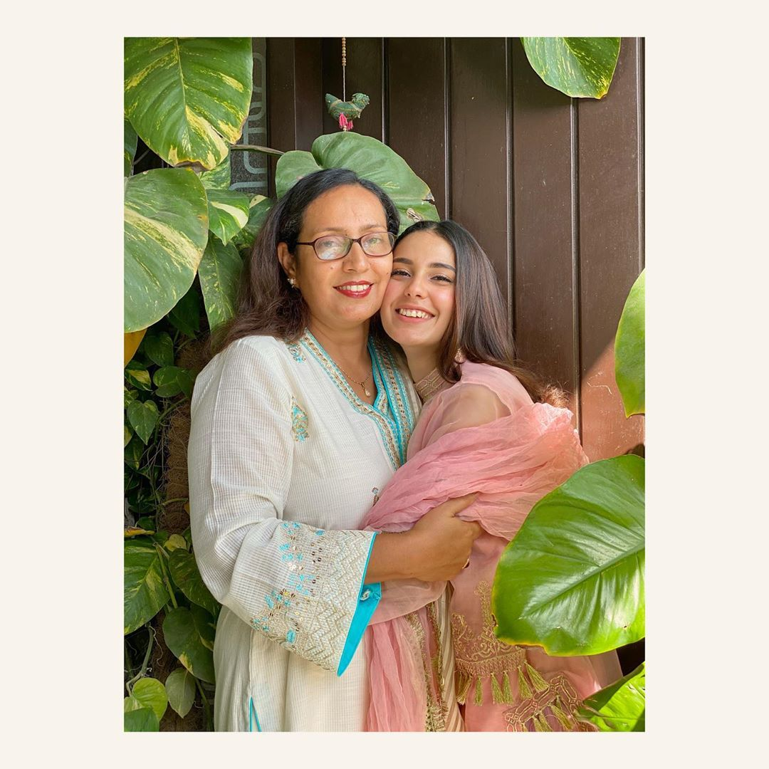 Iqra Aziz Beautiful Clicks with her Mother