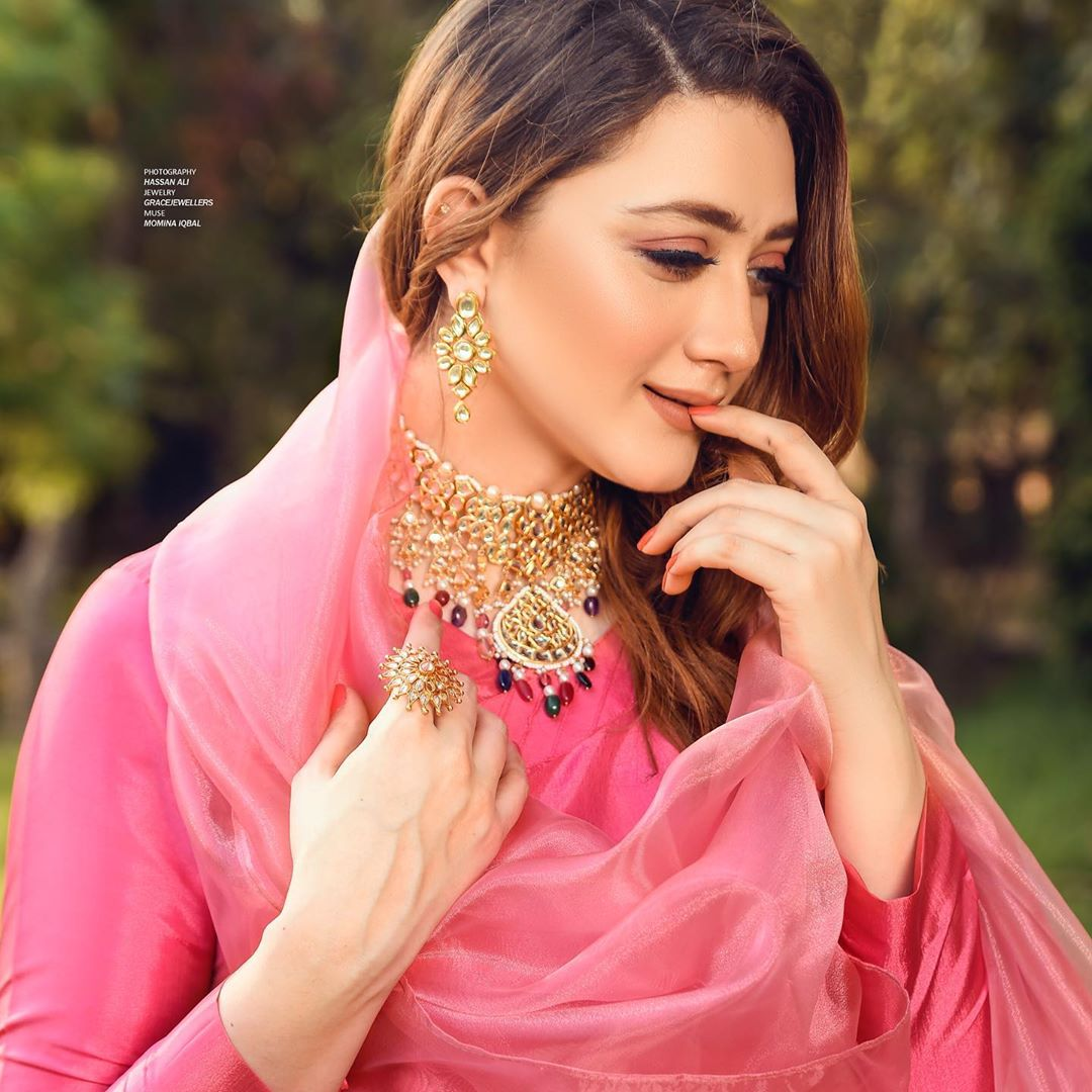 Actress Momina Iqbal Latest Beautiful Pictures