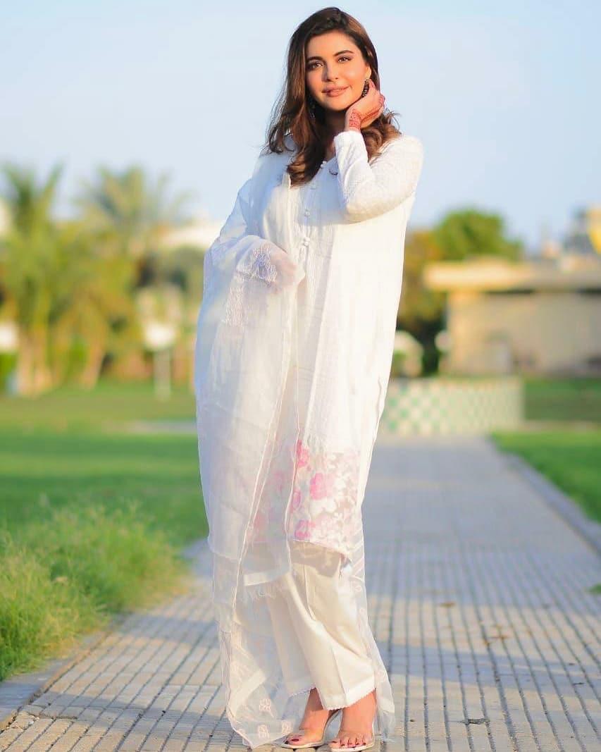 Nida Yasir 3