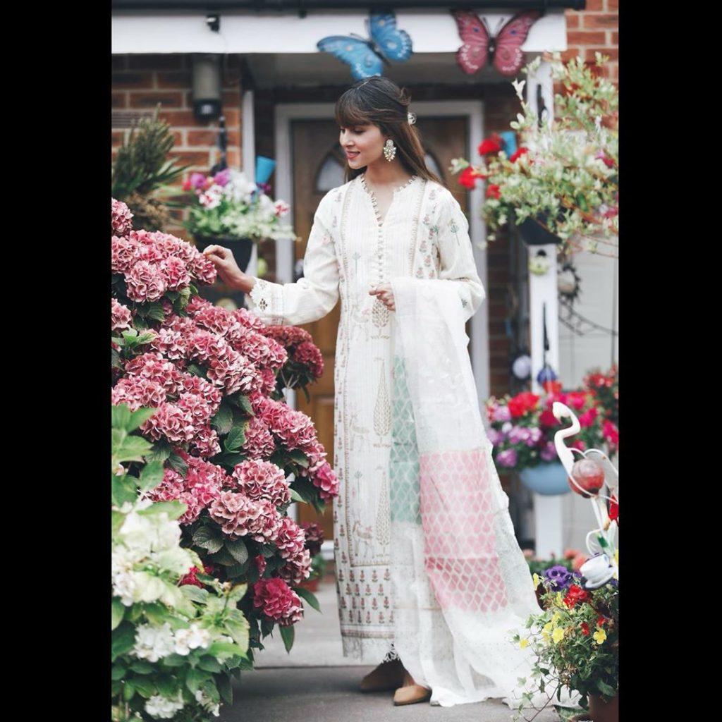 Nimra Khan Doing Conmigoremix Challenge - Public Criticism