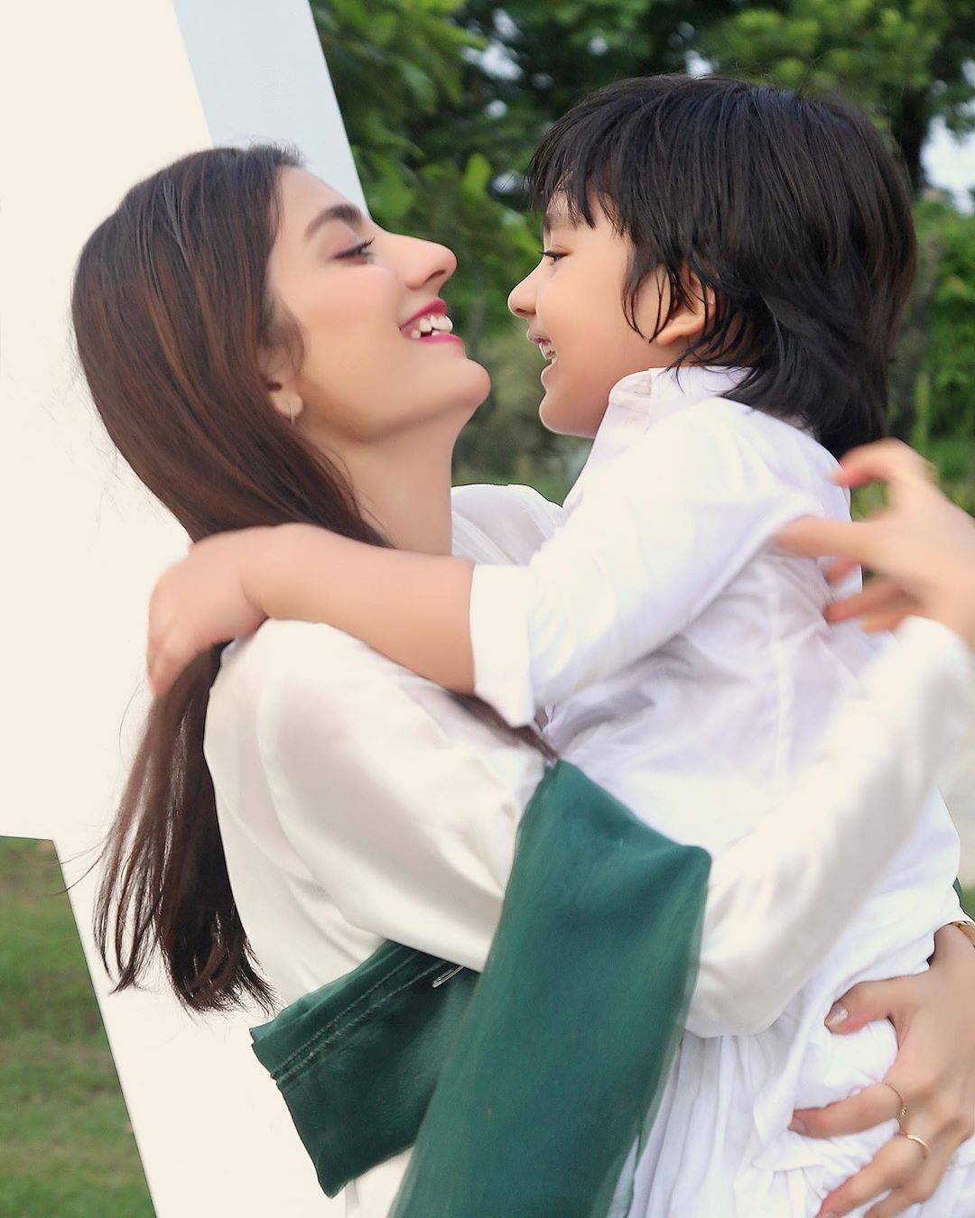 Independence Day Pictures of Pakistani Showbiz Celebrities