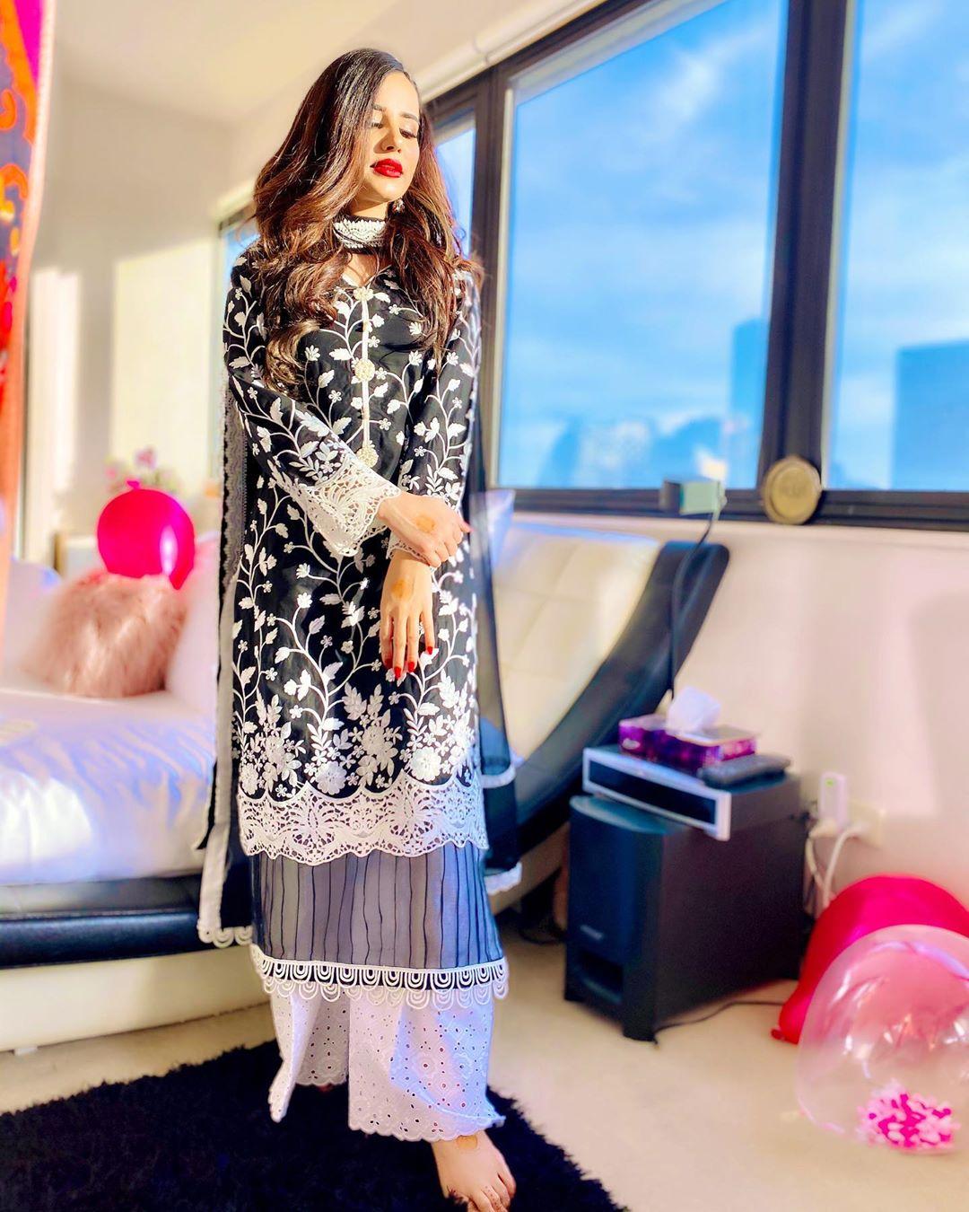Saniya Shamshad 15