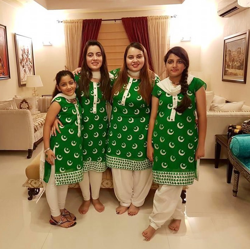 Shagufta Ejaz Beautiful Picture Collection with her Daughters