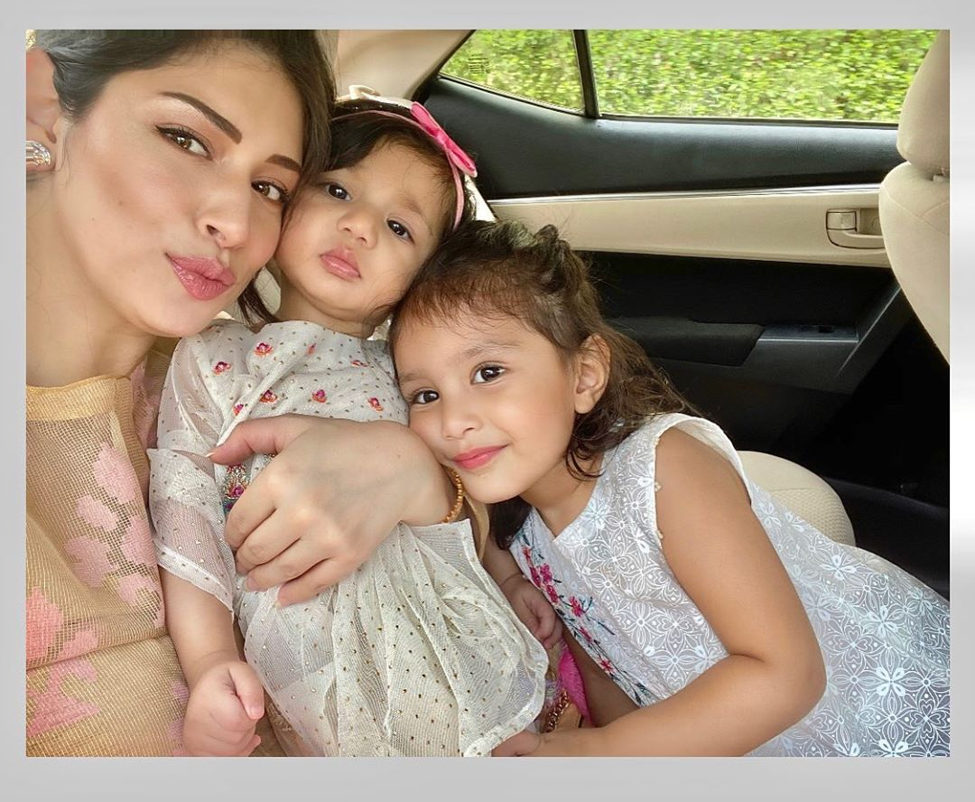 Sidra Batool Beautiful Pictures with Husband and Kids