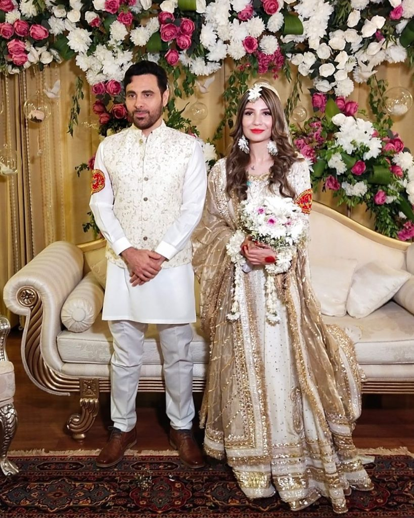 Stunning Eid Pictures Of Haroon Rashid With Wife 23