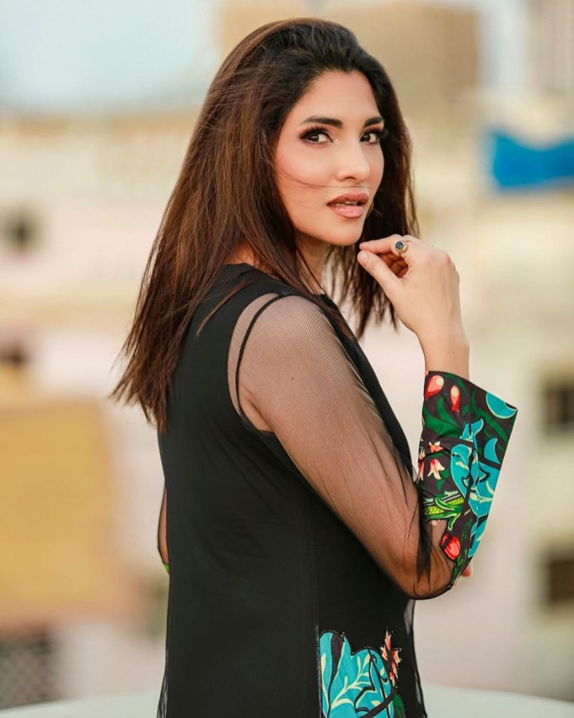 Zhalay Sarhadi Criticized Esra Bilgic For Becoming Brand Ambassador