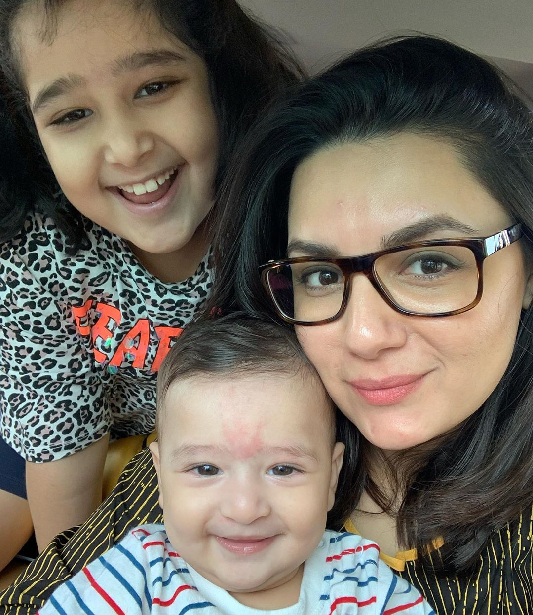 Faysal Qureshi and Sana Faysal with their Kids - Latest Pictures