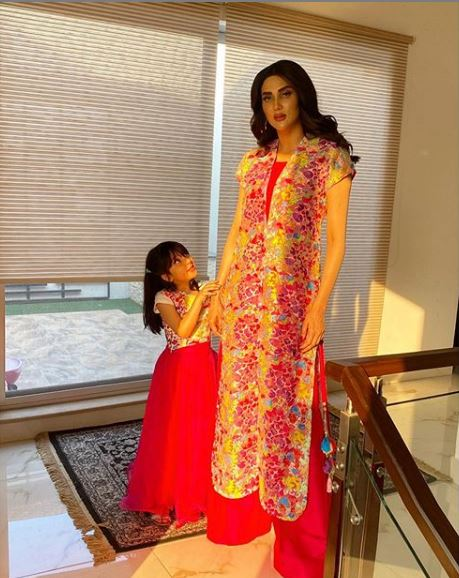 Fiza Ali Spotted Twinning With Her Daughter