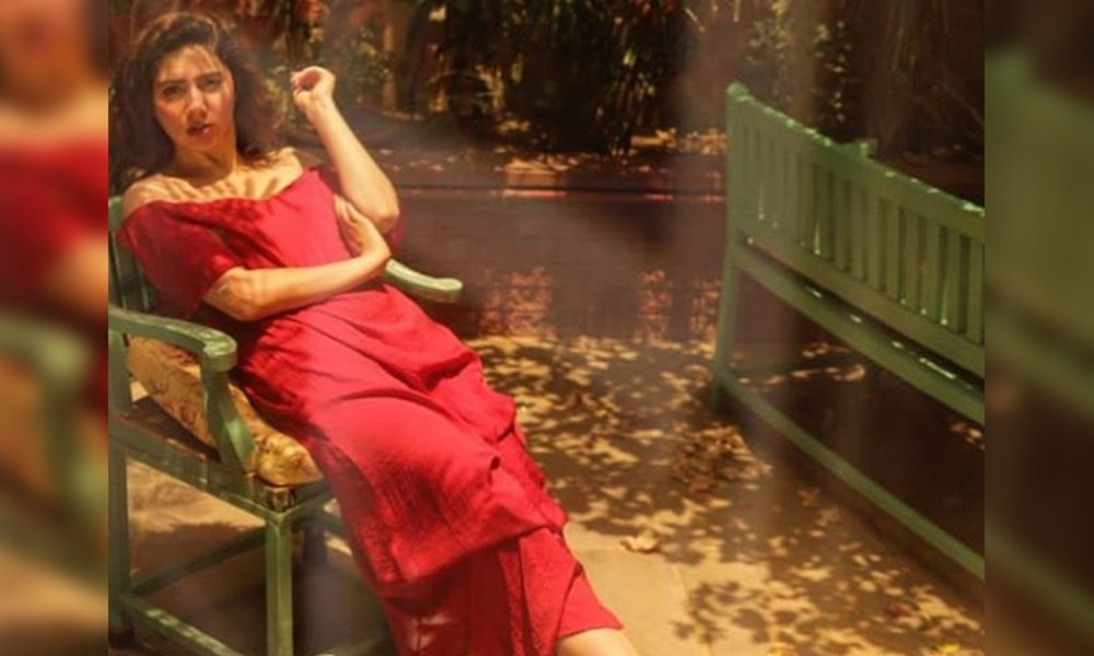 25 Magnificent Pictures Of Mahira Khan In Red Dress