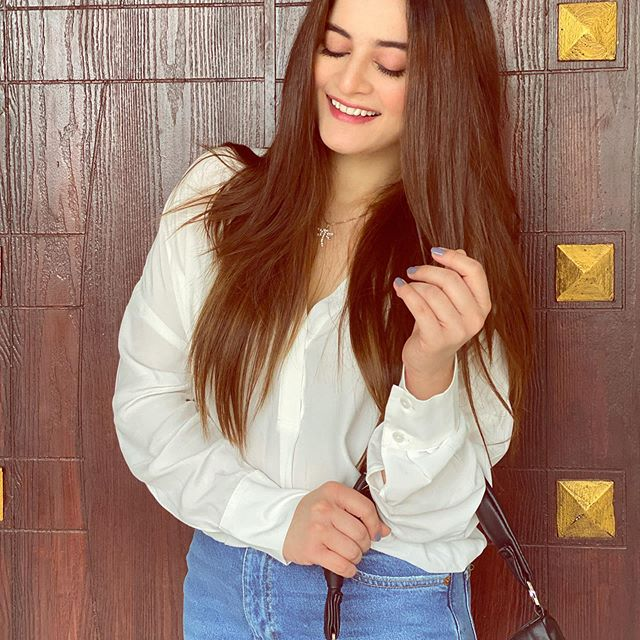 Aiman Khan Shared Her Skin Care And Hair Care Routine